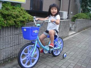 自転車に乗っているひかりさん
